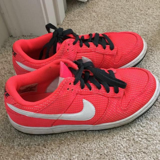 look for buy detailing Hot pink nikes