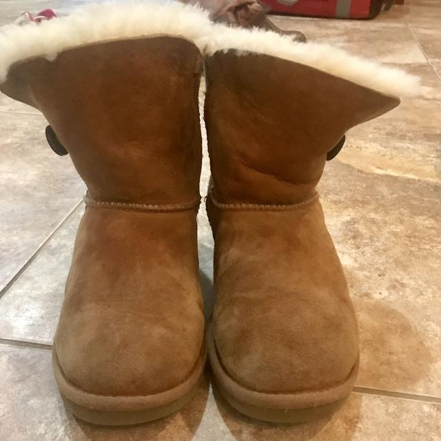 60bbc5b2316 Uggs Bailey button boots girls size 3