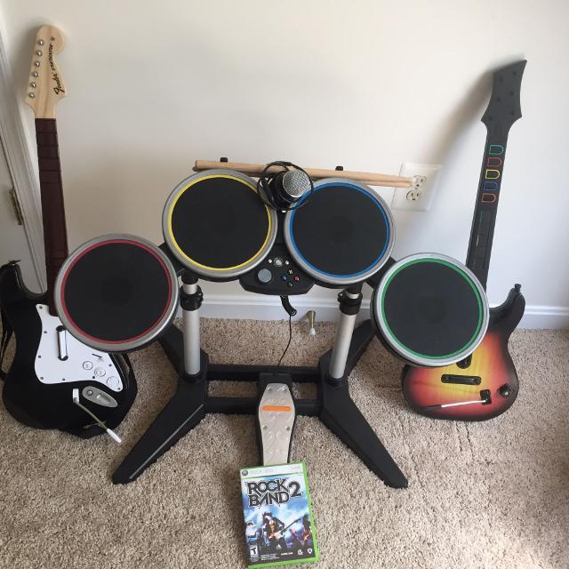 Xbox 360 Rockband Set plus extra guitar