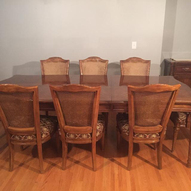 Beautiful Drexel Heritage Dining Room Set (Table + 8 Chairs)