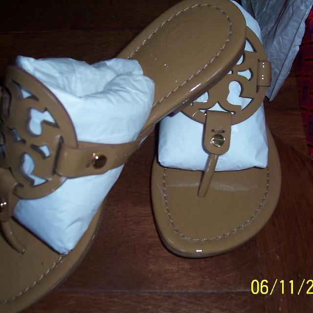 88872540a861 Best New In Box.....tory Burch Miller Patent Leather Logo Thong Sandals for  sale in Laval