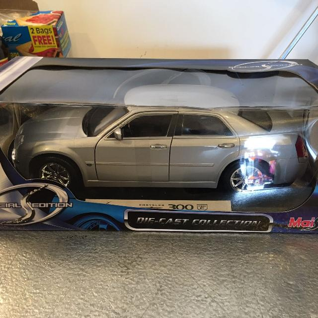 Best Maisto Special Edition 1:18 Chrysler 300 C Hemi