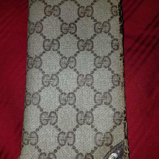 b11e961675f67f Find more Gucci Checkbook Cover for sale at up to 90% off