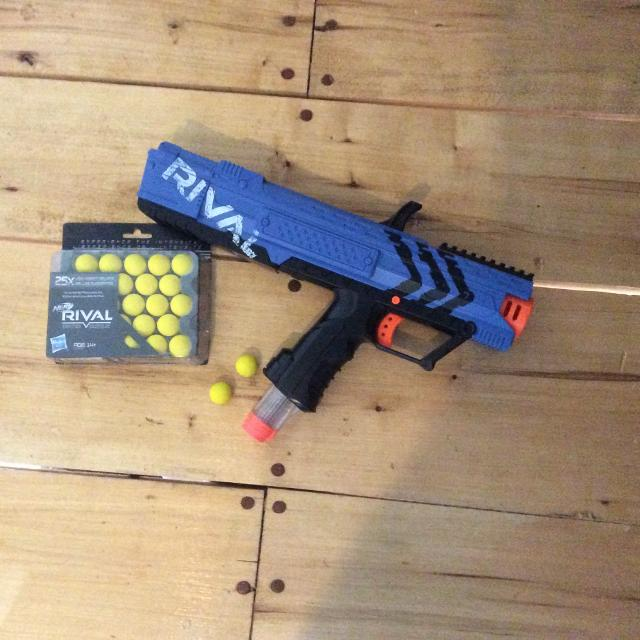 Rival nerf gun with extra nerf balls