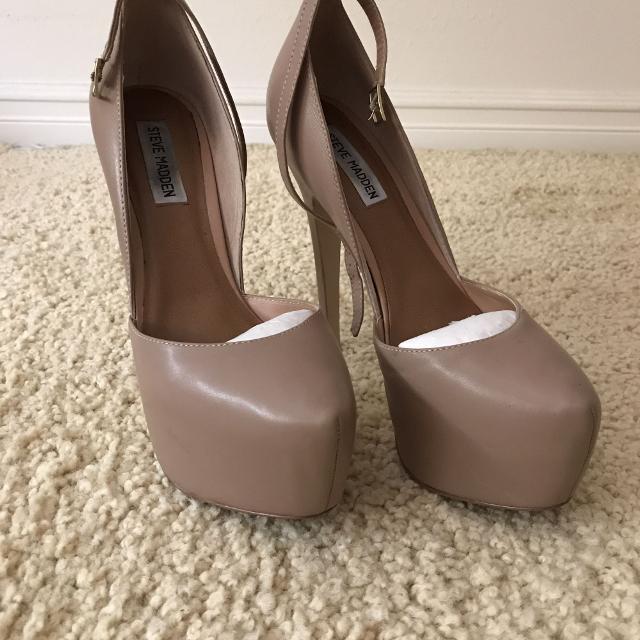 68cdd5f99e8 Steve Madden - Platform Heels -Size 9