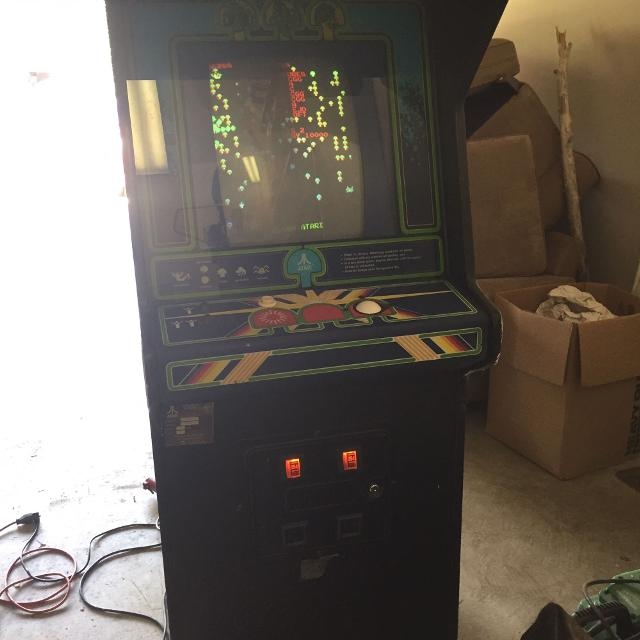 UPDATED 1981 Vintage Centipede Arcade Machine