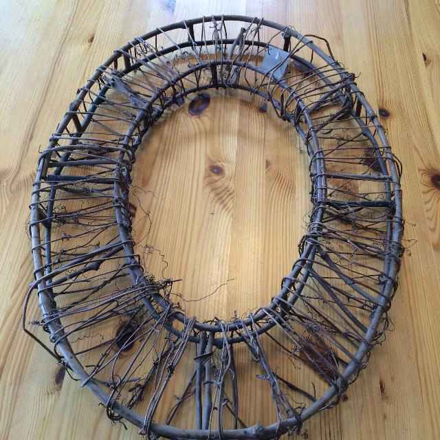 new never used large wire frame grapevine oval wreath 26 x 19 - Wire Wreath Frame Hobby Lobby
