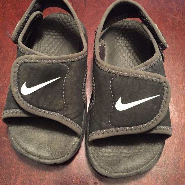 2fed9fb739b3 Find more Baby Boys Size 5-6 Nike Sandals for sale at up to 90% off