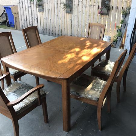 Kitchen Table With China Cabinet