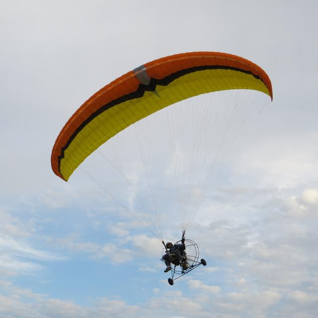 POWERED PARAGLIDER TRIKE AND MOTOR