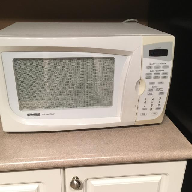 White Kenmore circular wave microwave oven