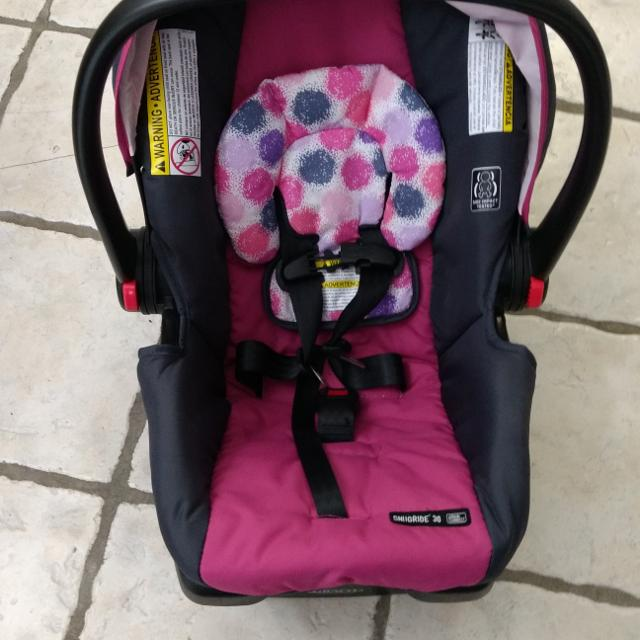 Graco Click Connect Snugride 30 Carseat With Base 2 Available