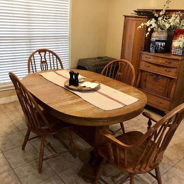 Keller Manufacturing Solid Oak Extendable Table And Four Windsor Chairs Two Are Arm