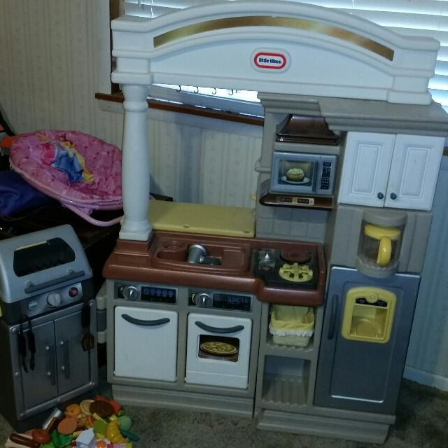 LITTLE TIKES KITCHEN AND GRILL