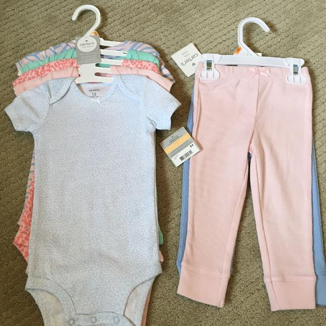 3d9539dde766 Find more Carters 5-pack Onesies And 2-pack Pants  Size 12 Months ...