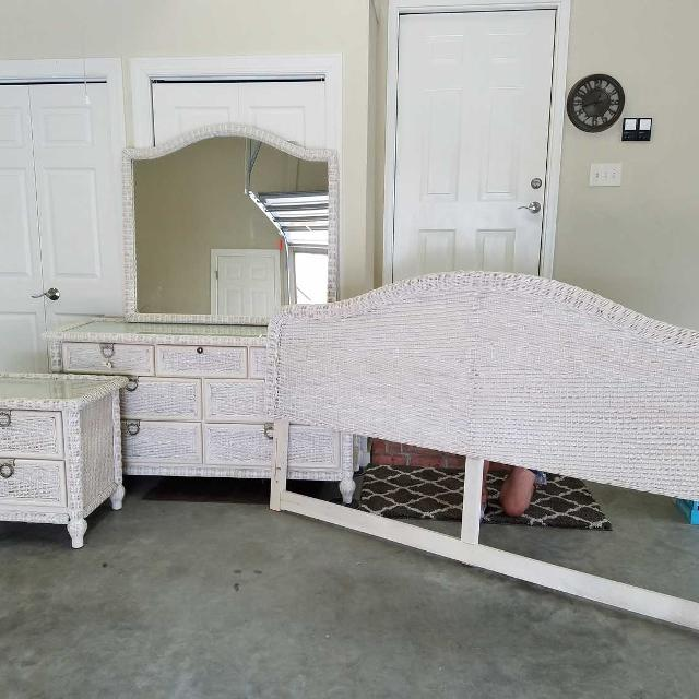 Queen size 5 piece white wicker bedroom set