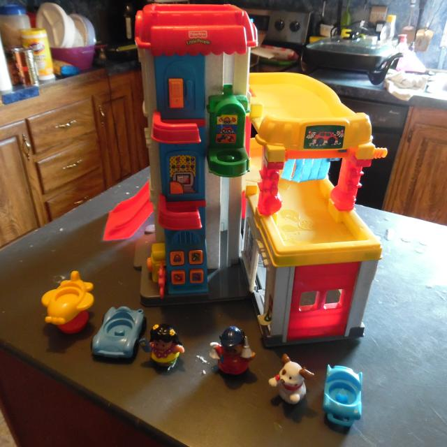 Best vintage 1999 fisher price little people fun sounds - Nearest garage to my current location ...