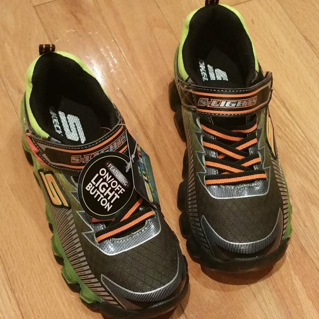 db0f7a056cb4 Best Skechers S-lights Boy s Flashpod-scoria Black Green Runner Sneaker  Size 1.5 for sale in Markham