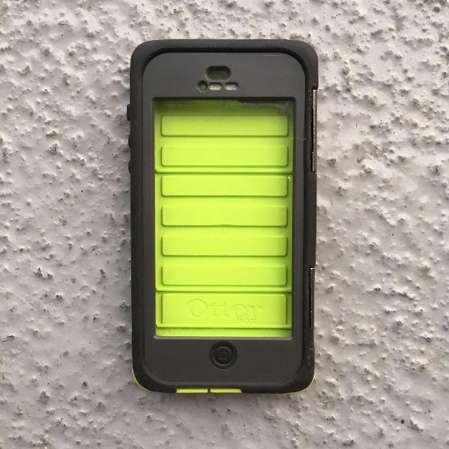 brand new 87fd9 4e668 OtterBox Armor Series Waterproof Case for iPhone 5 - Neon