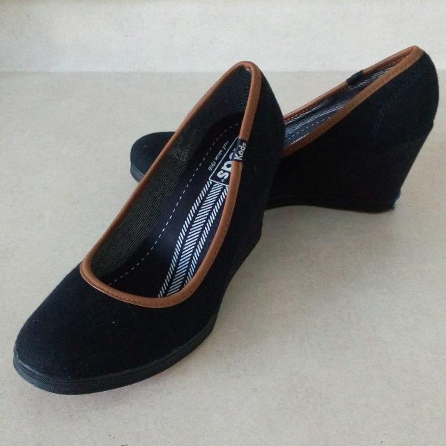18ad6dd651d Best Damsel Wool Navy Blue Wedges (by Keds) Size 8 - Brand New!!.....was   35.00.....ow  30.00!!..final Price Drop  25.00 for sale in Stouffville