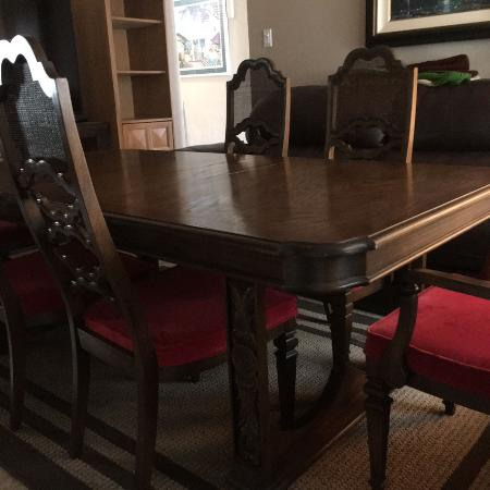 BEAUTIFUL LANE DINING ROOM TABLE WITH SIX CHAIRS EUC