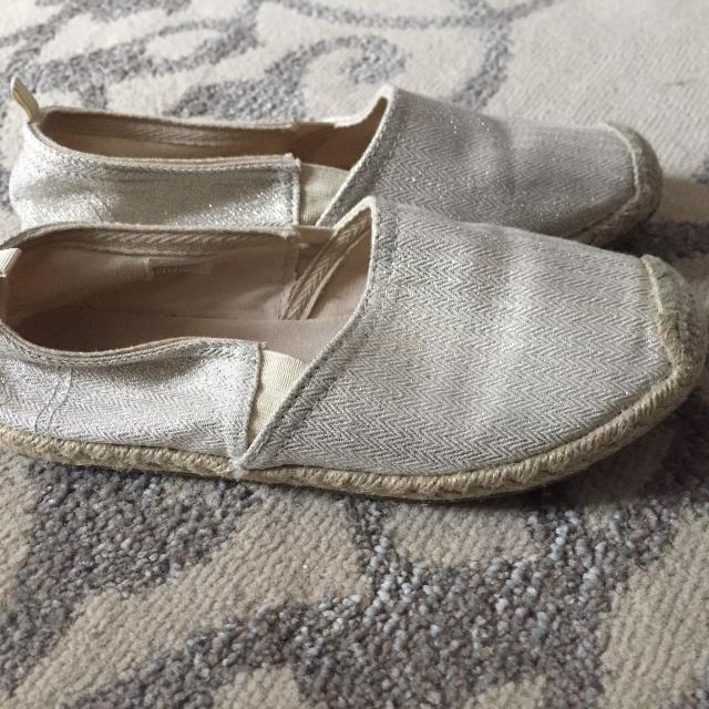 33fbf2f84a9a Best Girl's Size 4 Espadrille Off-white Sparkly Shoes for sale in Ottawa,  Ontario for 2019