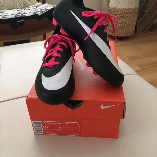 c8c6894e05fbf Find more Nike Junior Girls Soccer Cleats. Shoes. Size 2 for sale at ...