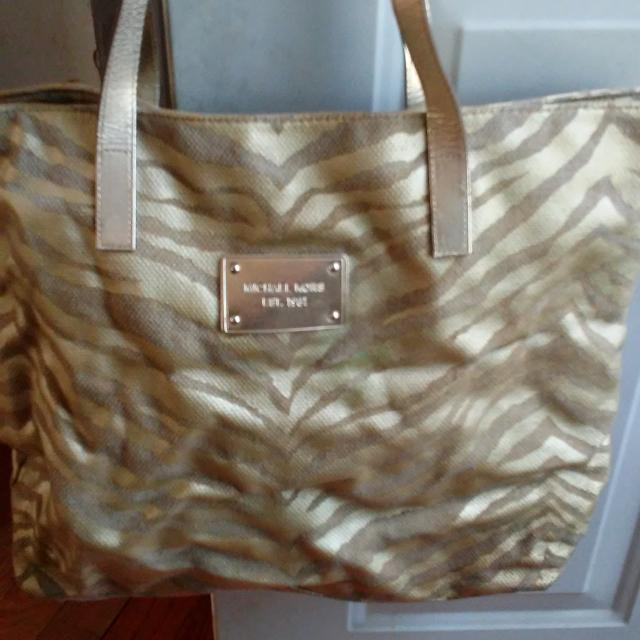 f97faba42462c8 Find more Michael Kors...animal.print...tote Bag for sale at up to ...