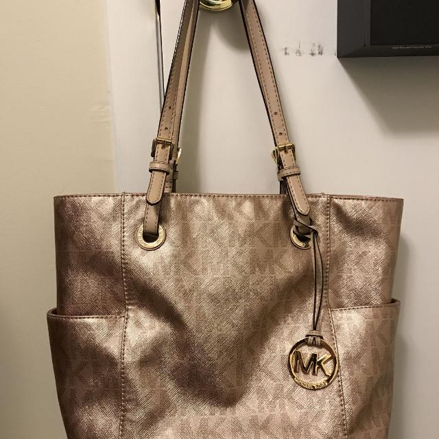 b9d6124044 Find more Authentic Rose Gold Michael Kors Purse! for sale at up to ...