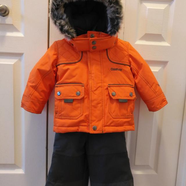b94eff0a606e Find more 12 Month Oshkosh Snowsuit. Like New! for sale at up to 90% off
