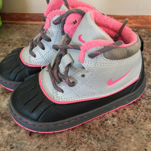 8292fec19a Find more Euc Nike Toddler Girls Acg Boots Size 8 for sale at up to ...