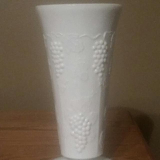 Best Vintage White Milk Glass Flower Vase For Sale In Fort Leonard