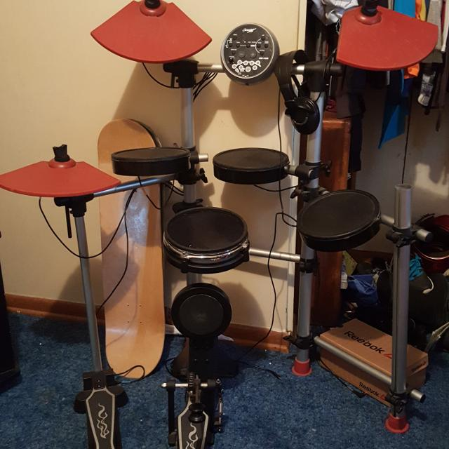 best smaller electric drum set 40 obo for sale in winfield kansas for 2019. Black Bedroom Furniture Sets. Home Design Ideas