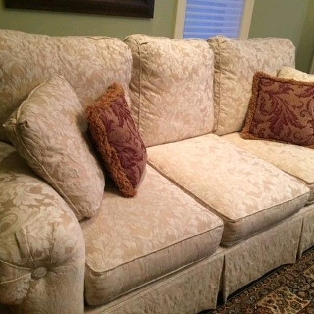 Key City Sofa And Love Seat New Condition Must See Moving