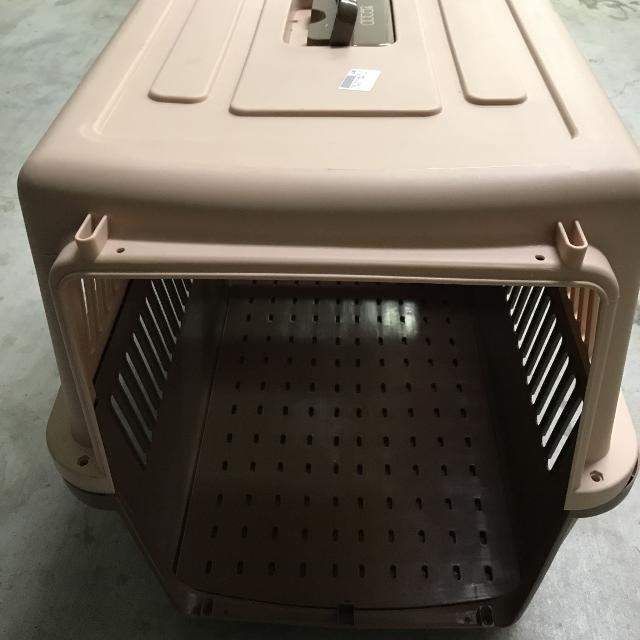 Large Airplane Safe Pet Crate With Screws  Missing Door  Great for a Dog  house as well!