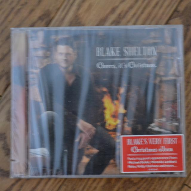 Blake Shelton Cheers Its Christmas.Blake Shelton Cheers It S Christmas