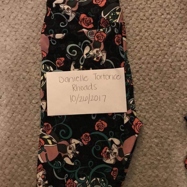 a1df70ee70bc1b Find more Lularoe Os Queen Of Hearts Leggings, New for sale at up to ...