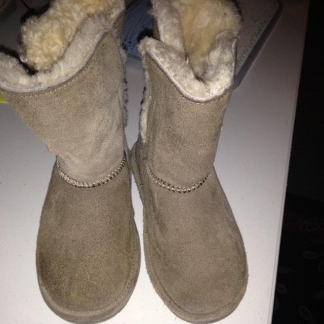 2be16d2da21 Girls Bearpaw boots - olive green -Ugg style