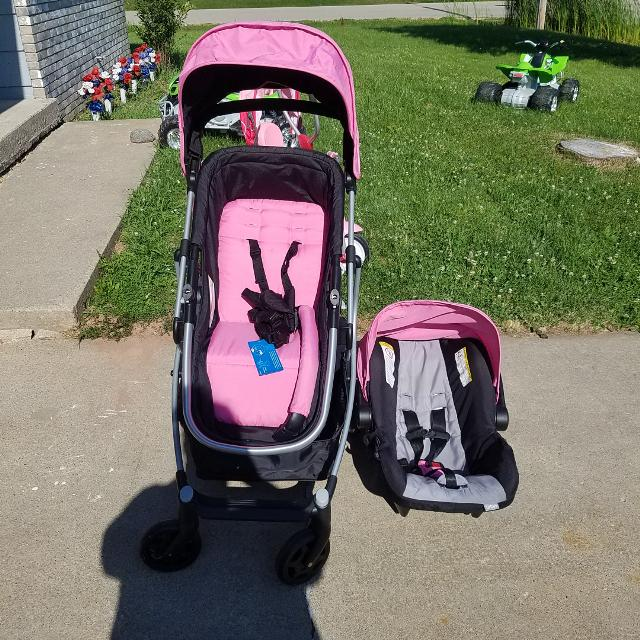Like New Urbini Stroller And Car Seat Travel System With Base Excellent Condition Accident