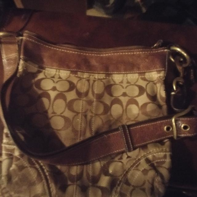 Old Vintage Coach Purse Authentic Needs To Be Cleaned No Tears Or Stains