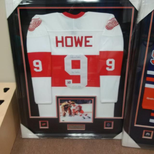 new styles cd0e3 c9293 Gordie Howe signed and framed jersey