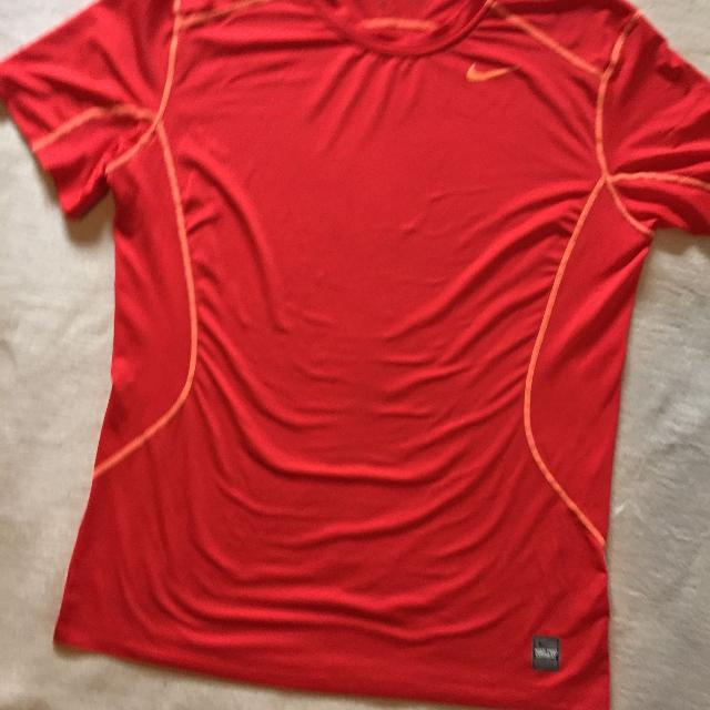21b496f5 Find more Men's Nike Pro Combat T-shirt for sale at up to 90% off