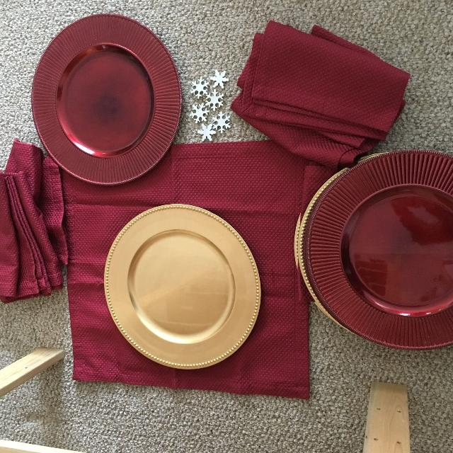 christmas charger plates and serviettes and pedestal serving dish - Christmas Charger Plates