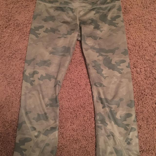 fdd360d21 Find more Euc Lululemon Camo Run Inspire Crop Sz 6 for sale at up to ...