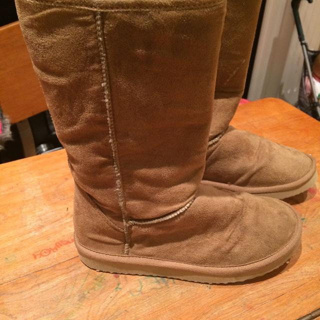 official photos 06a64 d56ed Best Imitation Ugg Boots By Old Navy Size 1 Kids for sale in Dollard-Des  Ormeaux, Quebec for 2019