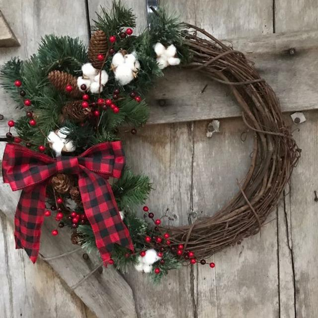 Buffalo Check Christmas Wreath.Grapevine Buffalo Plaid Wreath