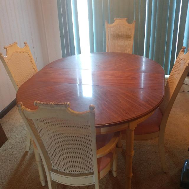 Dining Room Set Seller Can Meet Near Charlotte NC