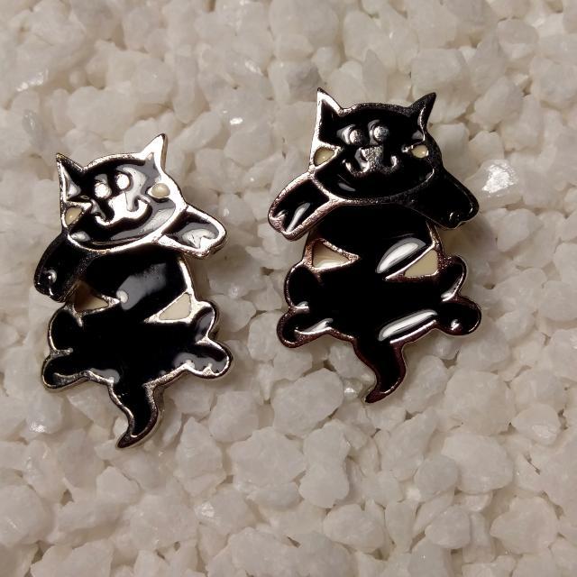 Vintage Edgar Berebi Rare Black White Enamel Cat Pierced Earrings