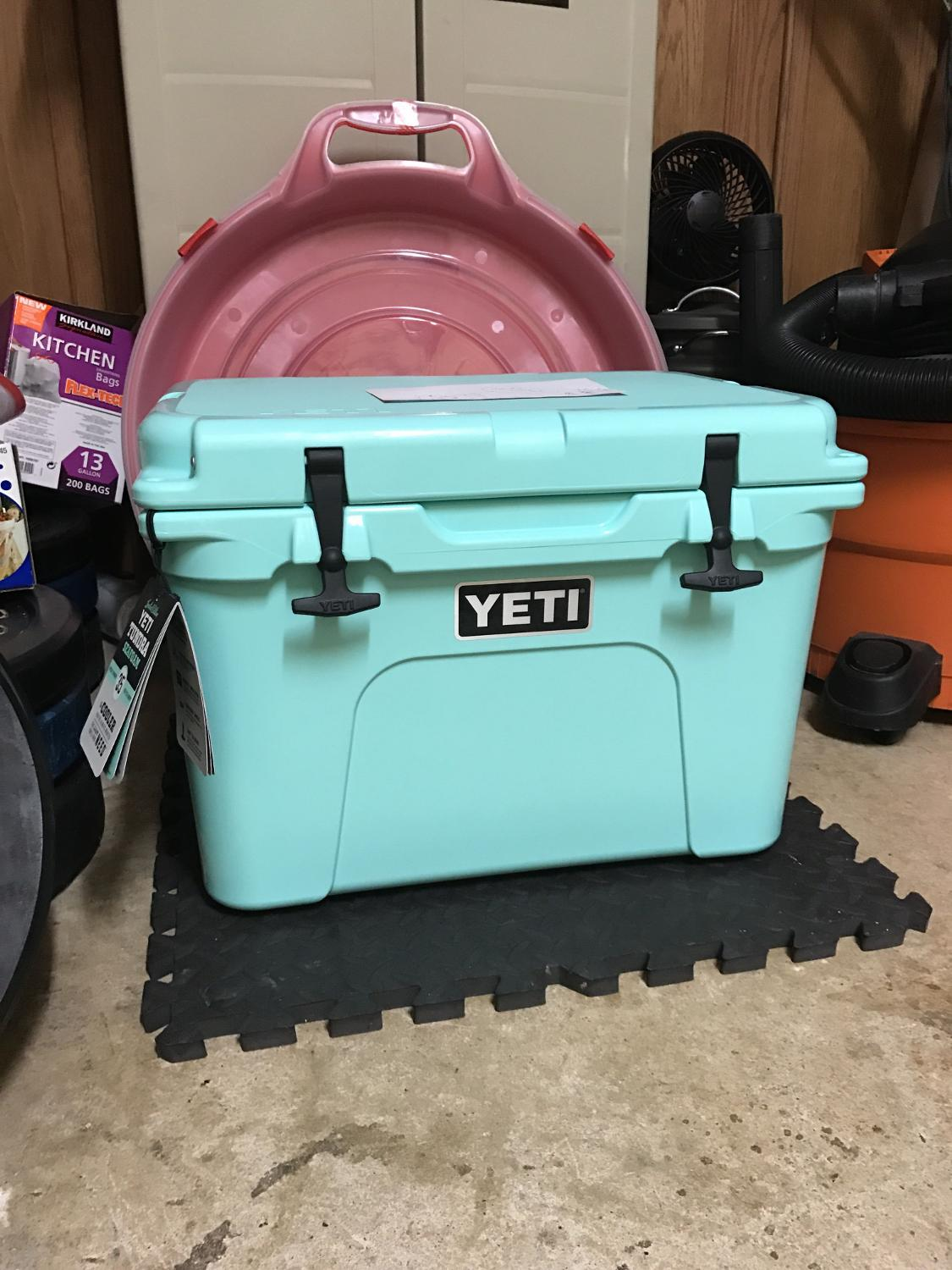 Best Yeti Cooler (tundra 35) for sale in Germantown, Tennessee for 2018