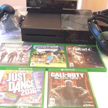 Xbox one and accessories for sale  Canada